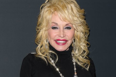 UNIVERSAL CITY, CA - FEBRUARY 05: Actress/musician Dolly Parton attends the 24th Annual Movieguide Awards Gala at Universal Hilton Hotel on February 5, 2016 in Universal City, California. (Photo by Paul Archuleta/Getty Images)
